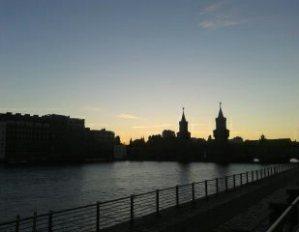 Blick auf die Brücke an der Warschauer Straße