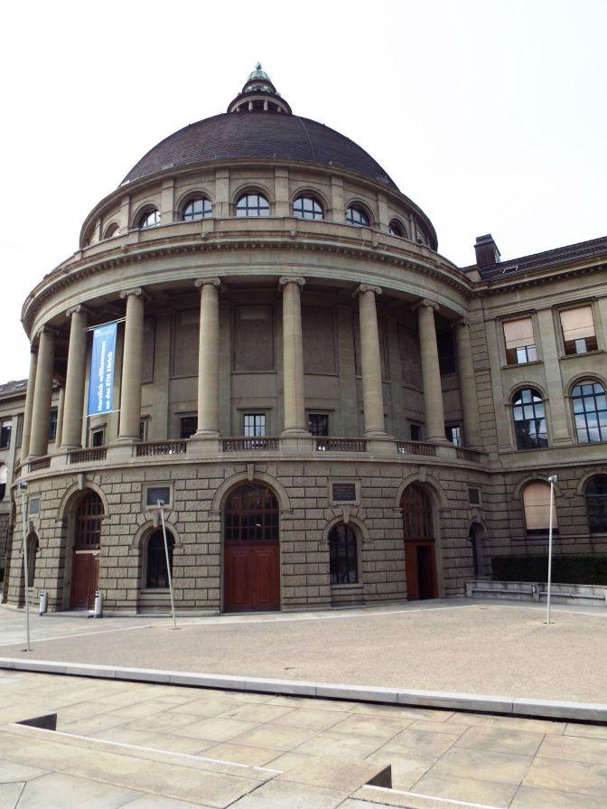 Unihauptgebäude