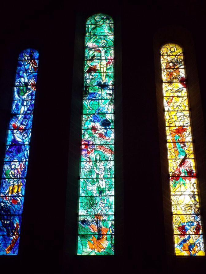 Von Marc Chagall entworfenen Kirchenfenster