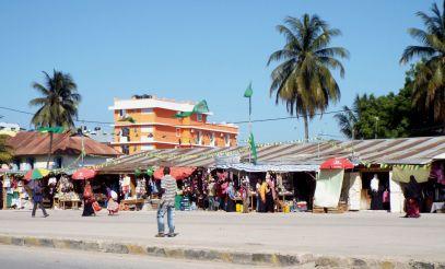 leerer Platz am Darajani-Markt - hier war vorher der lebhafte und menschenüberfüllte Busbahnhof