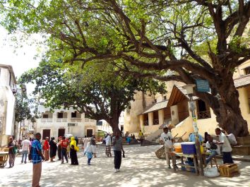 Platz vor dem Lamu Fort