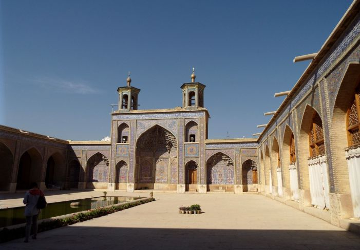 im Hof der Nasir-al-Mulk-Moschee