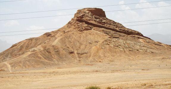 Turm des Schweigens (Dakhme), eine zoroastrische Begräbnisstätte
