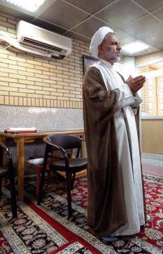Gespräch mit einem Geistlichen in Qom