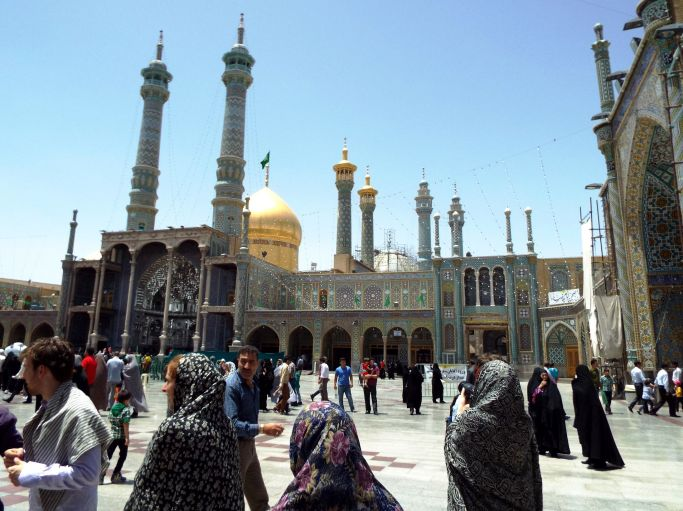 im Schrein der Fatima Masumeh