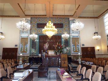 eine der Synagogen Teherans von innen