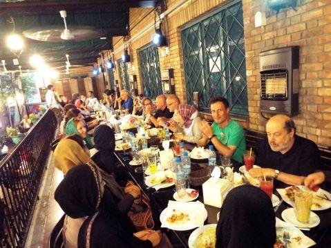 in einem vegetarischen (!) Restaurant im Künstlerhaus Teherans