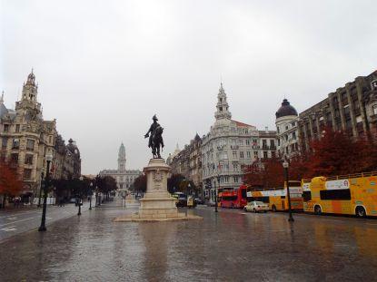 Regnerischer Start in Porto