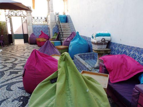 marokkanisch angehauchtes Café im Hinterhof des Museums