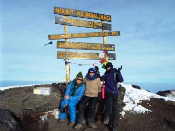 Geschafft! Ein gequältes Lächeln auf dem Uhuru Peak auf 5895 m Höhe