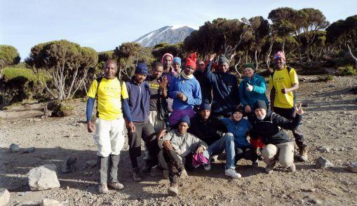 Gruppenfoto mit Trägern und Guides