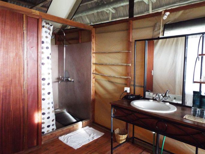 Zeltzimmer mit eingebautem Bad
