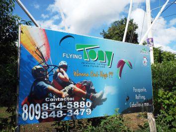 Paragliding erfreut sich hoher Beliebtheit unter Touris