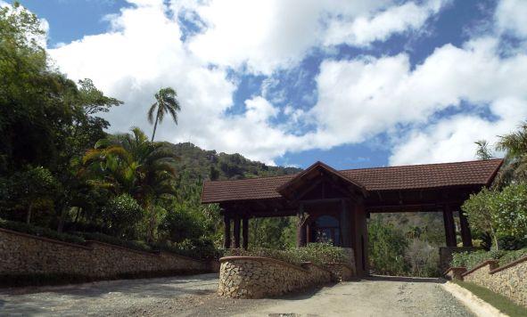 """Zweites Eingangstor zum """"Jamaca de Dios""""-Weg - ab hier nur noch mit Auto ;-)"""