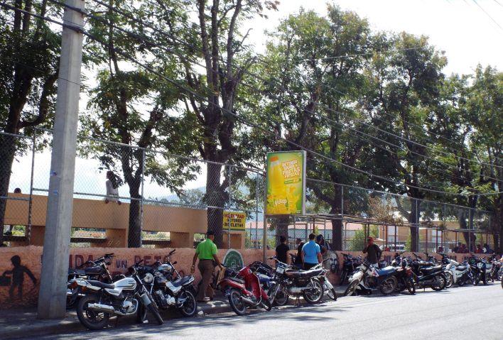 Motorradparade vor dem Sportstadion