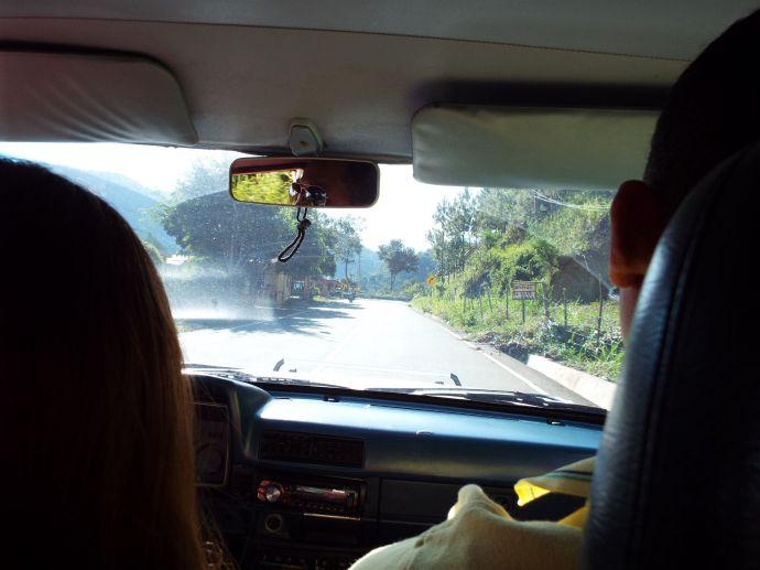 Fahrt im Público (Pick-Up) nach Constanza - alles andere als bequem!