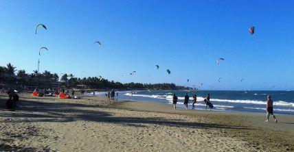 Kitesurfer am Strand von Cabarete