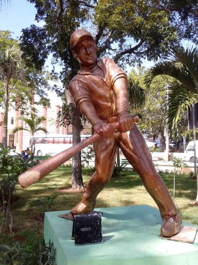 Baseballspielerstatuen im Parque Central