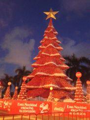 Scheusslich-schöner Coca-Cola-Weihnachtsbaum