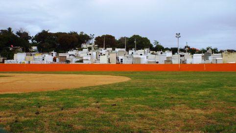 Baseballfeld & Friedhof