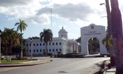 Rathaus & El Arco (Der Bogen)