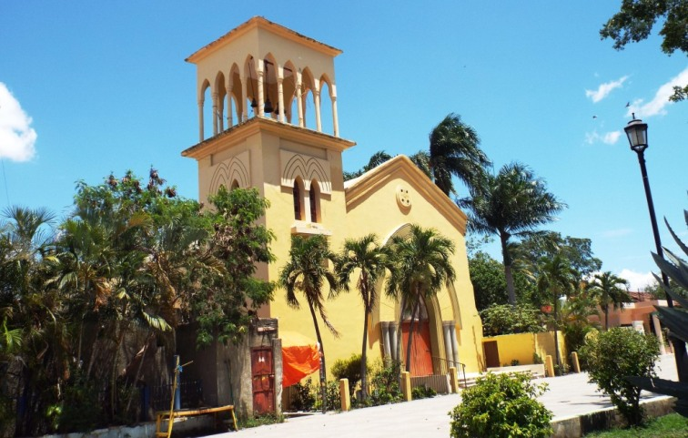 Kirche am Parque Central von Las Matas de Farfan