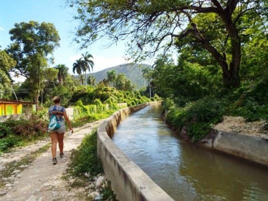 Spaziergang am Kanal Las Barias entlang