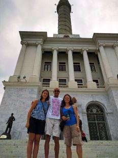 Sightseeing am Monumento de Santiago