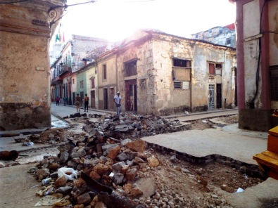 Wieder eine Strasse, die wie nach dem Krieg aussieht...