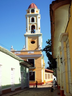 Turm des ehemaligen Franziskanerklosters, heute Musem (Museo de la Lucha contra Bandidos)