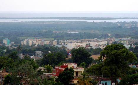 Aussichtspunkt über der Stadt bis zur Halbinsel Ancón