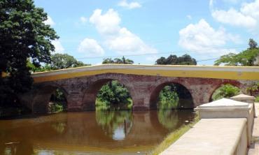 Yayabo-Brücke
