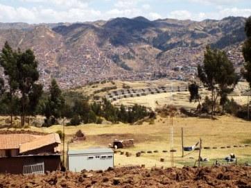 Stätte von Sacsaywamán mit Cuzco im Hintergrund