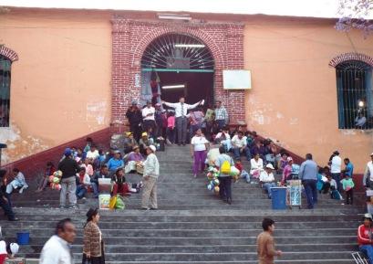 Prediger vor der Markthalle