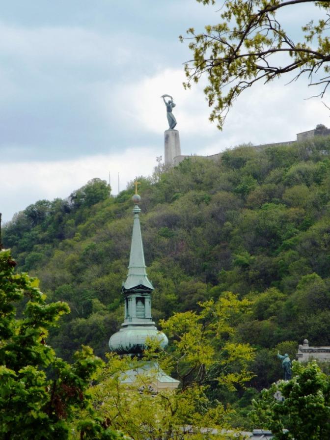 Blick vom Burgberg auf den gegenüberliegenden Gellért-Berg