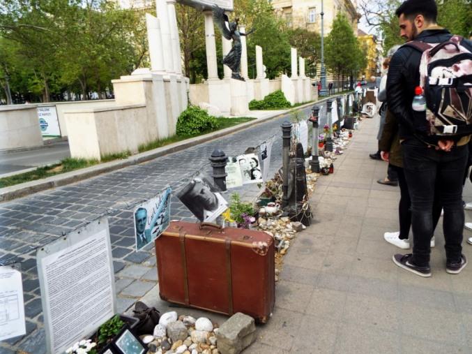 Mahnung am Denkmal für die deutsche Besatzung