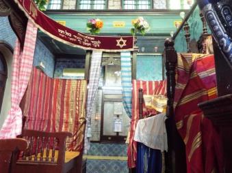 In der Synagoge