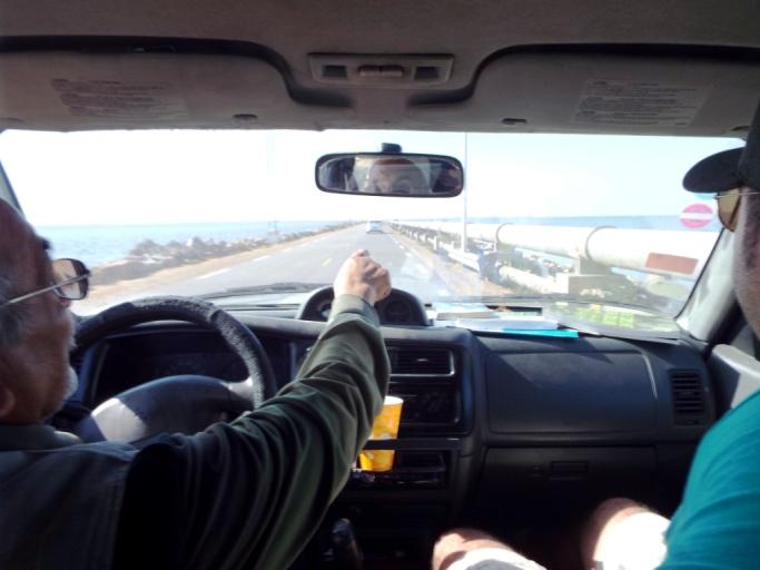 Fahrt über den Römerdamm auf's tunesische Festland