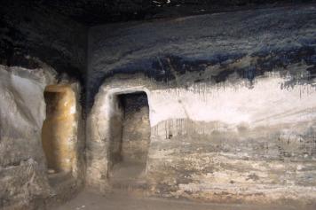 Feuerspuren von Beduinen, die in der Höhle gelebt haben