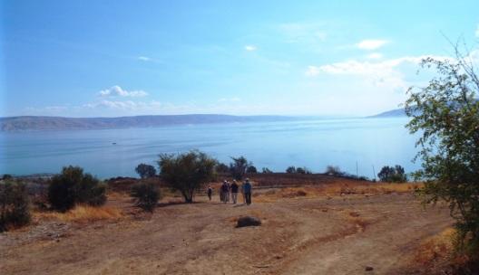 Spaziergang oberhalb des Sees Genezareth zwischen dem Berg der Seligpreisungen und Tabgha