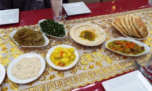 Lecker Mittagessen in Form von Mezze (Vorspeisen)